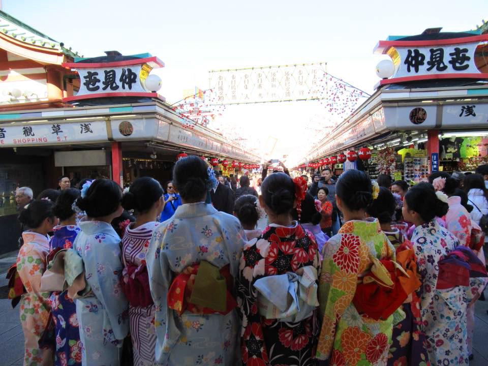 las chicas con kimono en ano nuevo