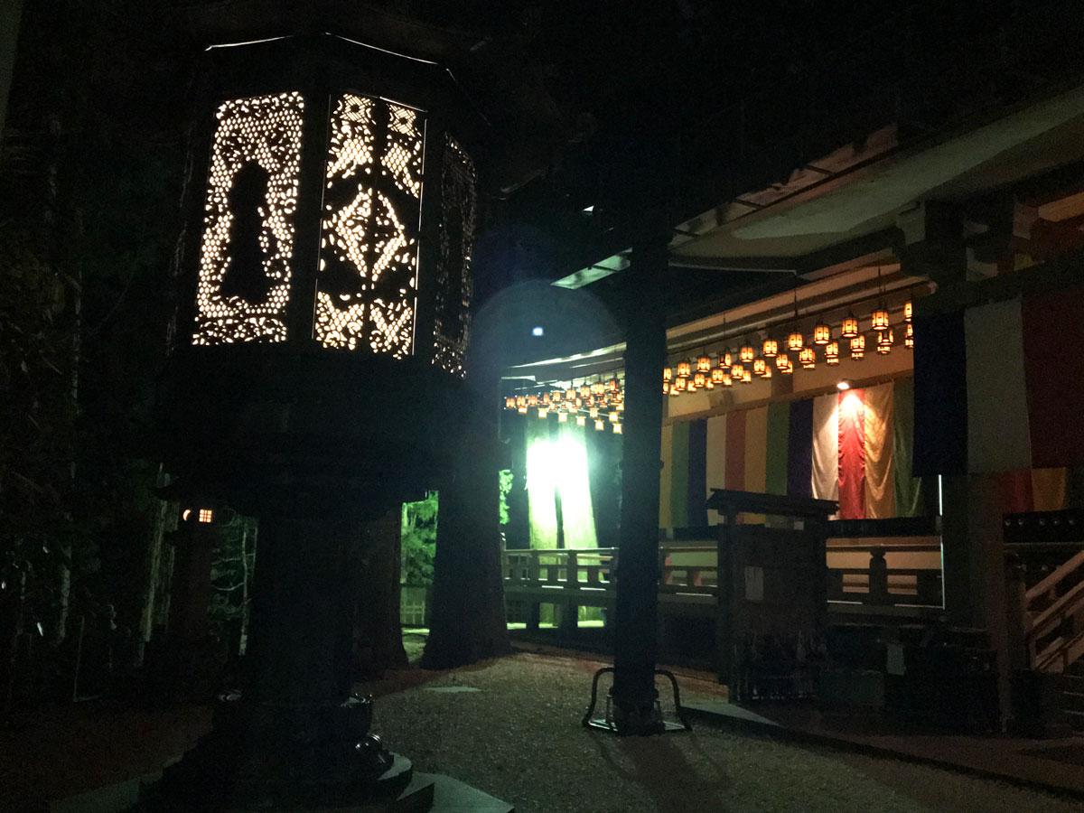 visita de la templo en noche